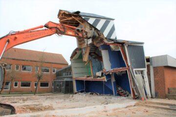 Video: Se de døende sekunder for den ikoniske blå bygning i Nykøbing