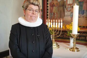 Sognepræst møder menigheden på YouTube i påsken
