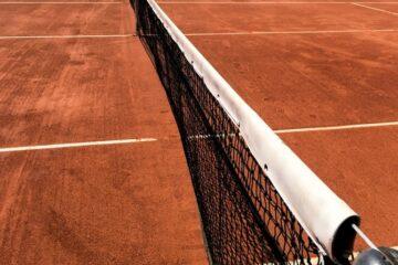 Tenniskamp for veteraner fik leder til at smække med døren