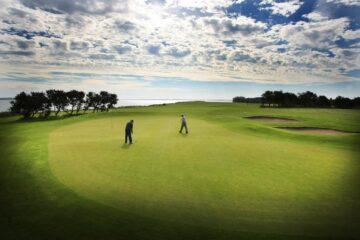 Spritbilist kørte ræs på golfbanen