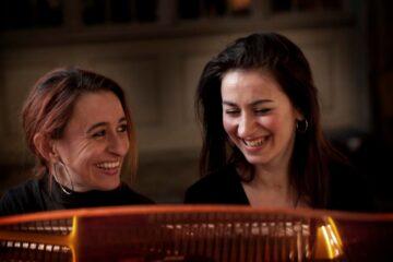 Se anerkendt pianoduo inden koncert i Nykøbing her