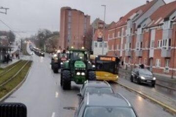 Fra Mors til Aarhus i traktor: – Vi føler en opbakning uden lige