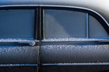 Pas på is på ruderne, når du kører bil