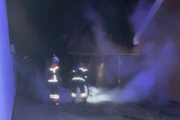 Tre anholdt efter serie af brande i Nykøbing i nat