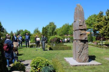 Da Faderen, sønnen og Helligånden kom til Nykøbing Mors Kirkegård
