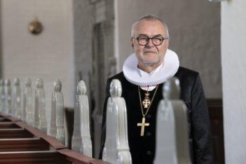 Biskoppen kommer til Nykøbing for at indvie kunst af Erik Heide