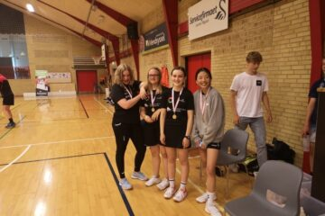 Medaljeregn over badmintonspillerne fra MidtMors