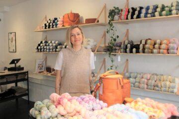 Ny butiksejer: Man får ro og bliver glad af at strikke