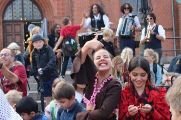 490 børn byggede kulturel bro til Sydspanien