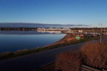 Udvikling på begge sider af broen