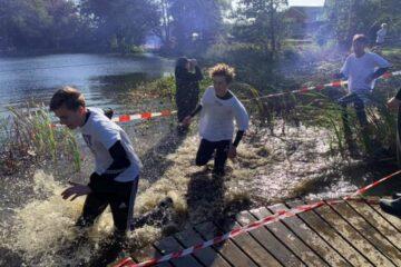 Skrig, skrål og gispende hvin på mudret motionsdag